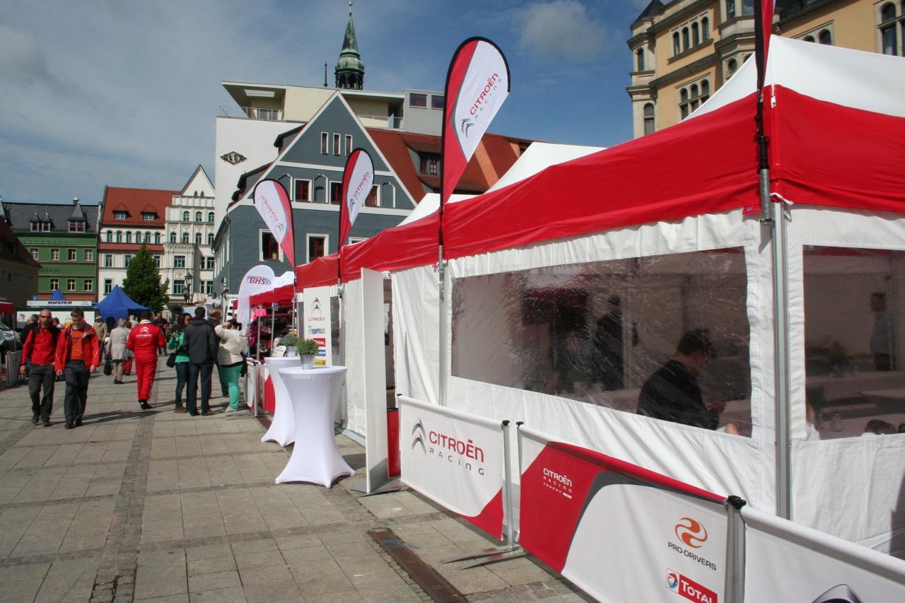 Eventzelte-Seitenwand-mit-Fenster-Easydome-XP-Sichtblende-Rennsportbande-Beachflag-Easyflag-Mini-Innenstadt