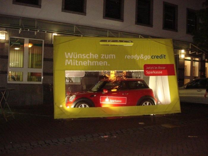 Autotasche-bei-Nacht-Sonderanfertigung-Sparkasse
