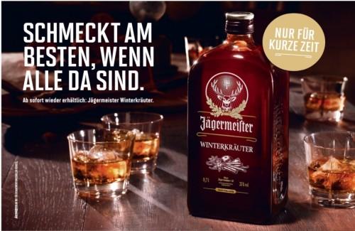 Jägermeister-Flasche-Special-Edition-Winterkräuter-Kurze-mit-Eiswürfel-auf-Messetheke-Quickup-Falttheke-Pro